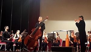 Muhatov'un gergin, derin ve ağıtsal senfonisi