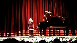 Süreyya Operası'ndan Piyanonun Kraliçesi geçti