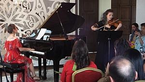 Aksu Malikhanesi'nde minik piyano öğrencileri