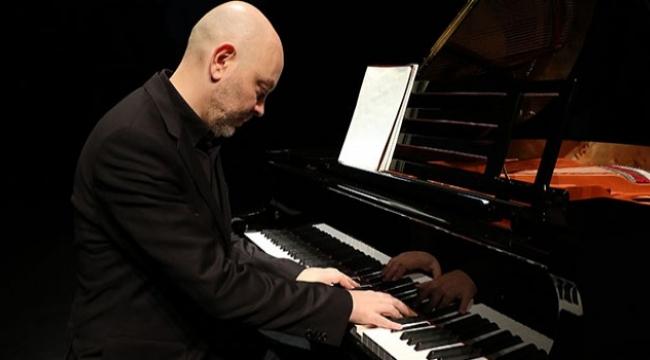 Piyanist Özgür Aydın,