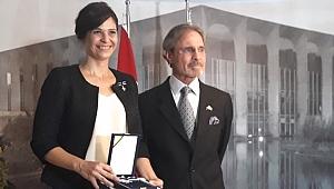 Lilian Tüzün'e Brezilya Devlet Nişanı...