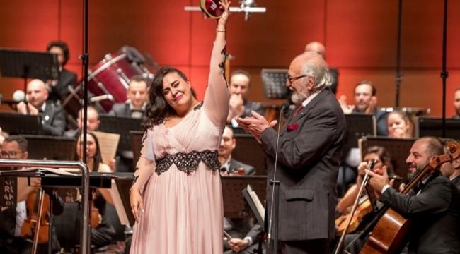 Mezzo soprano Ezgi Karakaya açık ara birinci