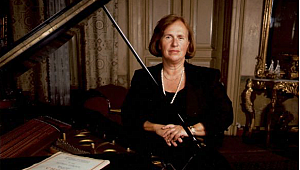 Altın madalya Piyanist Ayşegül Sarıca'nın