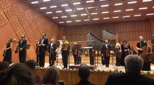 Genç yetenekler ve Kiev Oda Orkestrası...