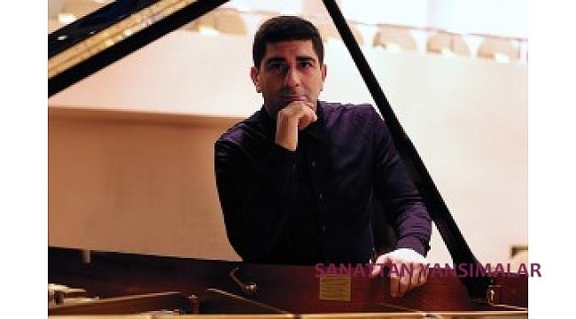 Piyanist  Türev Berki, Saygun Konçerto seslendiriyor