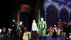 Yeniden Doğuş Operası dünya prömiyerinde büyük coşku