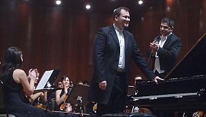 İstanbul ve Berlin Konserlerinin Solisti Gökhan Aybulus