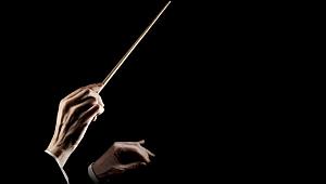 Birey ve Toplum Geriliminde İkili Karakter: Orkestra Şefi