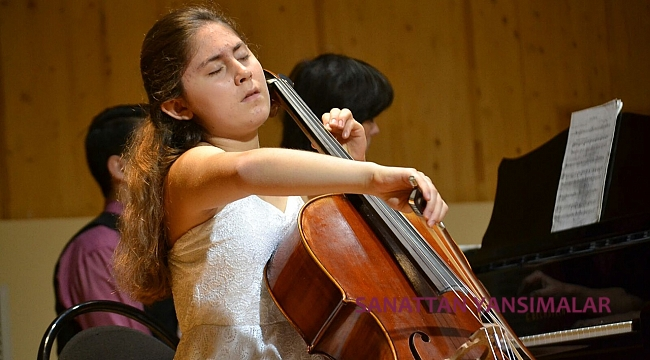 12 Genç Kadın Müzisyene Destek