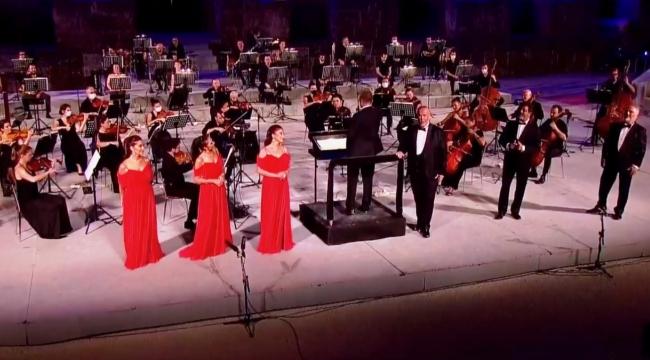Üç Soprano ile Üç Bas'ın Birlikteliği