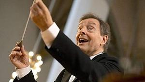 İçimizden Biri ; Maestro Howard Griffiths