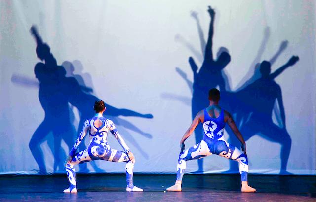 Müzik, dans, projeksiyon ve animasyon